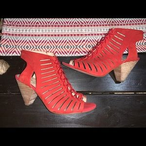Vince camuto heels size 9.5